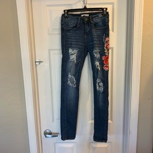 Machine Distressed Skinny Jeans With Floral Patch